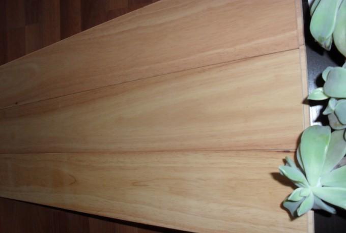 橡胶木盛产于东南亚国家,是橡胶树是主干与乳胶的原料来源,是被公认为世界上用途最广泛的轻质硬木实木之一,近期泰国橡胶木市场呈现上涨趋势。根据搜木网供销数据库数据显示,规格为4/8*4*1.1的泰国橡胶木最新市场报价为4000元/立方米。